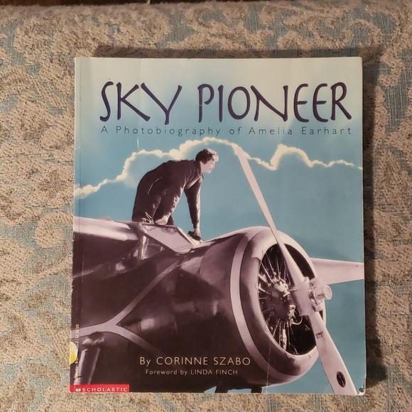 Vintage Other - Amelia Earhart book